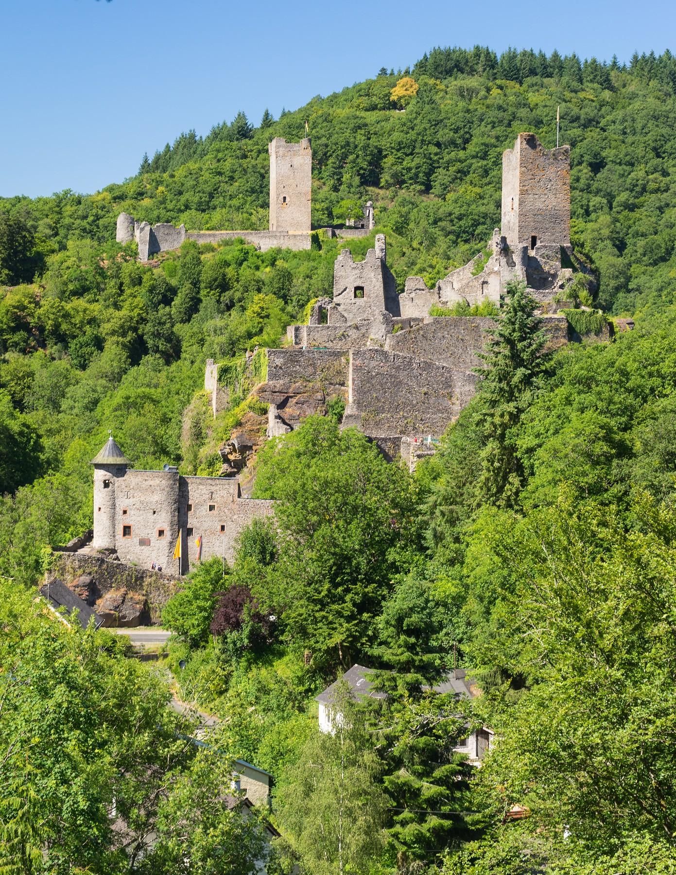 Niederburg und Oberburg in Manderscheid