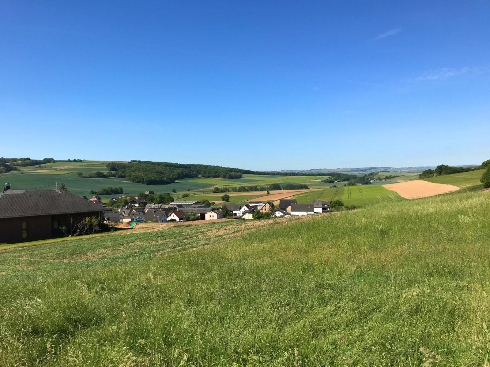 Traumhafter Keberbach, Carlshöhe und sonniges Maifeld
