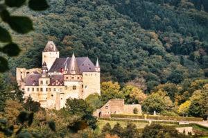 Schloss Bürresheim auf dem Traumpfad Förstersteig